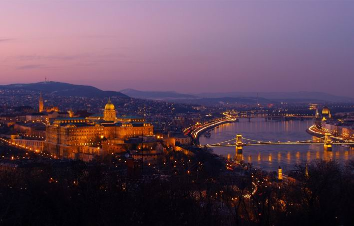 Western Union Budapest Koki : Buda Castle Budapest Including The Banks Of The Danube  Party